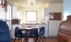 Sunset-Cabin-kitchen-common-room